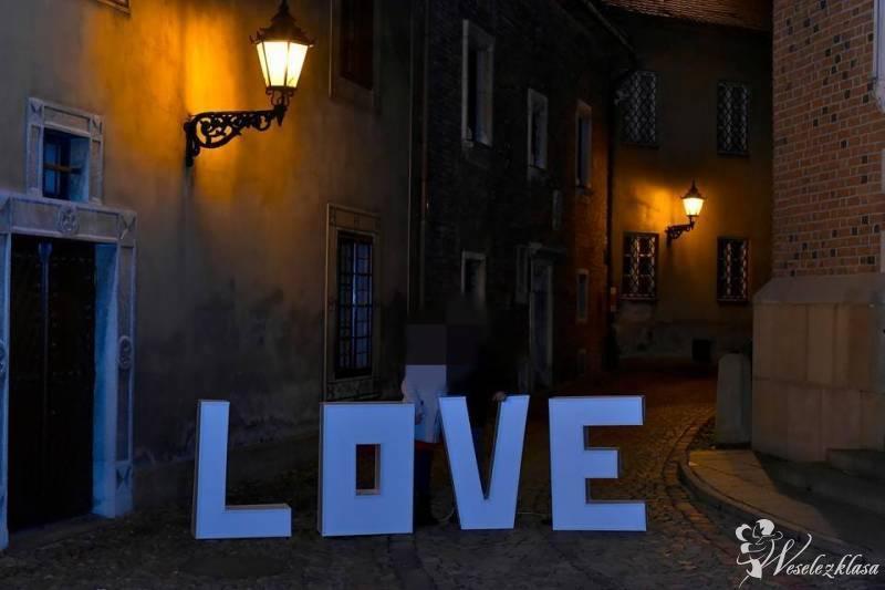 Napis LOVE HIT, Dębica - zdjęcie 1