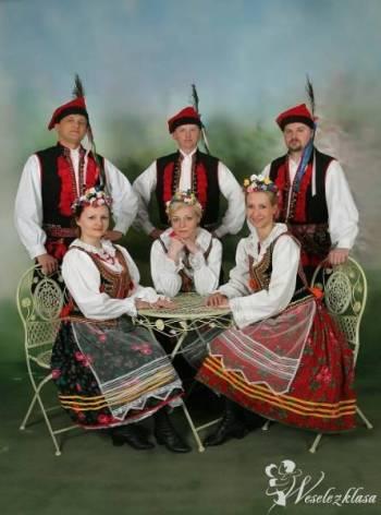 """Zespół Pieśni i Tańca """"Hołubce"""" , Pokaz tańca na weselu Kosów Lacki"""