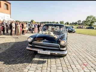 Stary czarny klasyczny samochód na ślub,  Olsztyn