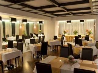 Hotel & Restauracja Vis-á-Vis,  Oleśnica