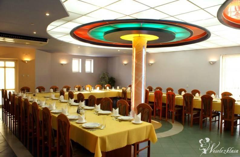 """Restauracja Hotel """"Zameczek"""", Koźminek - zdjęcie 1"""