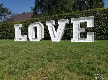 Napis świetlny LOVE oraz ibudka, Napis Love Poręba