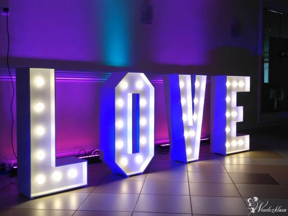 Napis LOVE podświetlany, ciężki dym, dekoracja światłem, Tarnów - zdjęcie 1