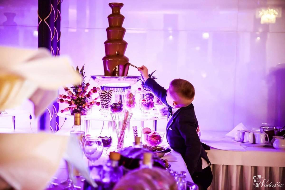 Fontanna czekoladowa z podświetlany podestem, Kielce - zdjęcie 1
