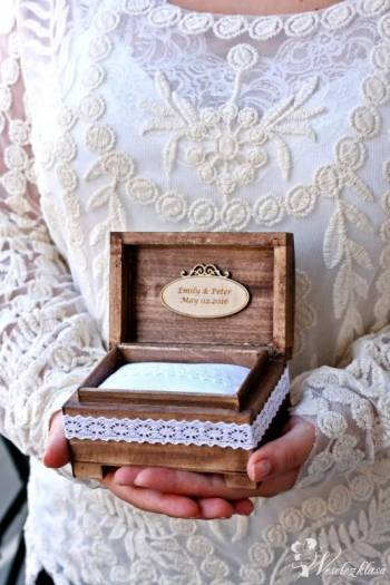 Kuferek na obrączki z serduszkami - PERSONALIZACJA - KOMODA -, Dekoracje ślubne Oborniki