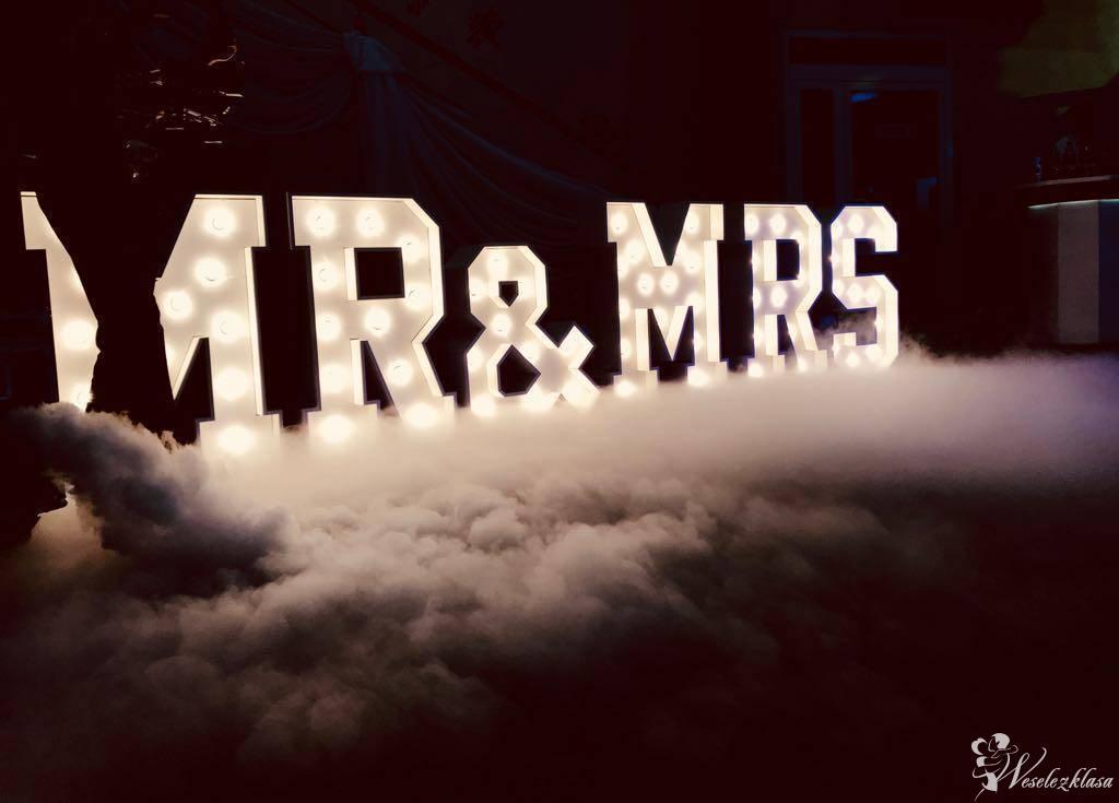 Dekoracyjny napis Mr&Mrs; - LOVE - ciężki dym - fotobudka - Eventovnia, Wrocław - zdjęcie 1