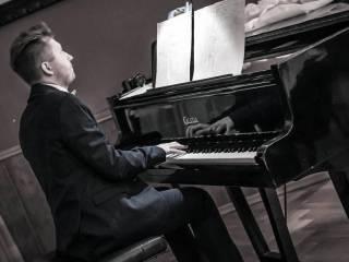 PIANISTA na Twoją uroczystość- popularna i nastrojowa muzyka w tle.,  Bydgoszcz