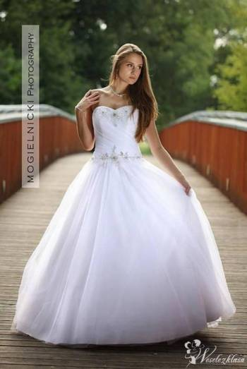 Biały Sklep- Salon Sukien Ślubnych, Salon sukien ślubnych Zdzieszowice