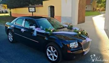Piękna czarna limuzyna do ślubu Chrysler 300C, Samochód, auto do ślubu, limuzyna Lubomierz