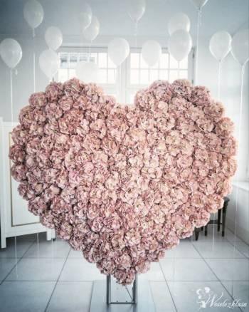Piękne serce ❤️ Ścianka kwiatowa w kształcie serca, Dekoracje ślubne Lipno