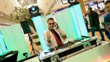 DJ - Wodzirej / wokalista zespołu DiscoPolo, promowany przez TVN, DJ na wesele Turek