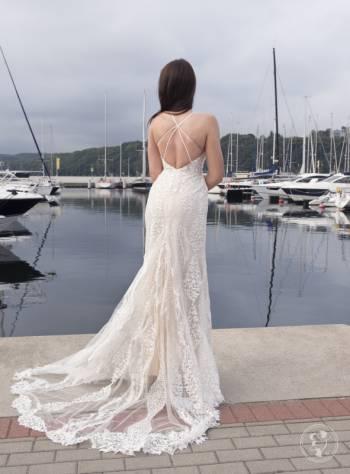 Laura Romano, Salon sukien ślubnych Puck
