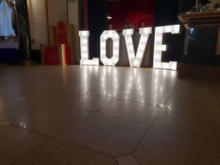Napis LOVE w stylu retro,  Warszawa