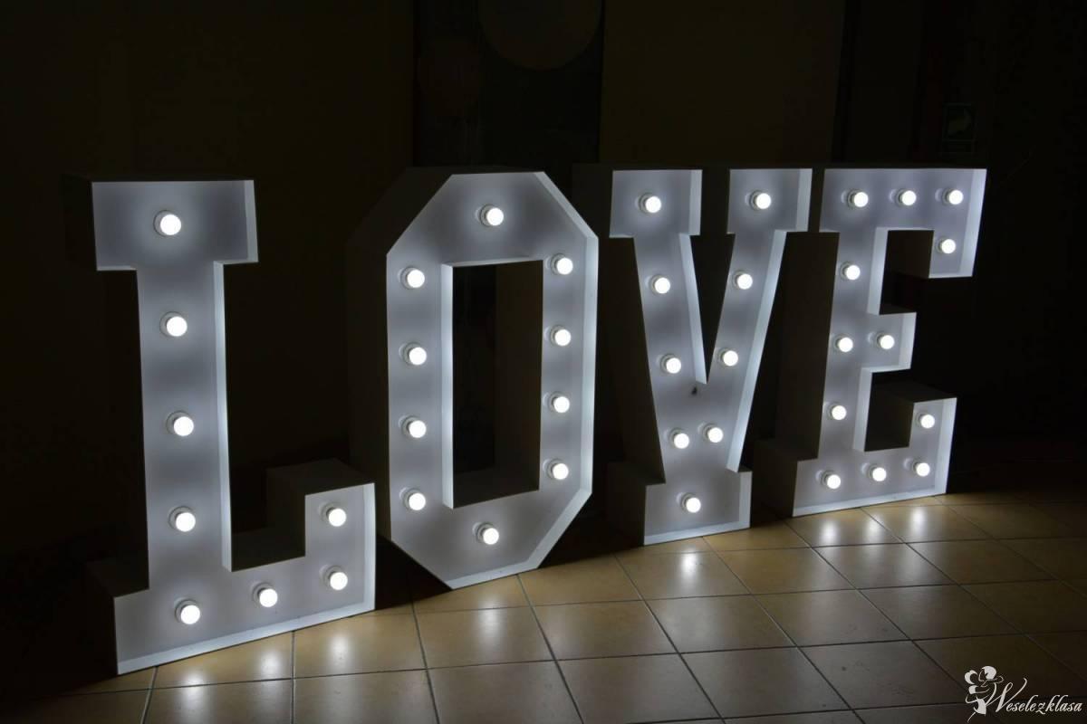 Napis LOVE | Dekoracja światłem | Ciężki dym | Bańki | DJ Wodzirej, Olsztyn - zdjęcie 1