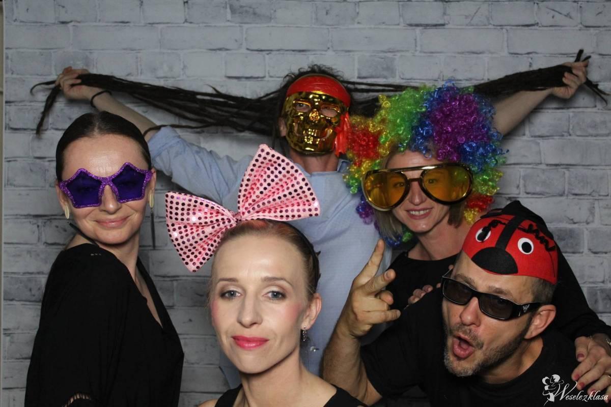 FOTOBUDKA, CIĘŻKI DYM, FONTANNY ISKIER, NAPISY LOVE  for your event, Przytkowice - zdjęcie 1