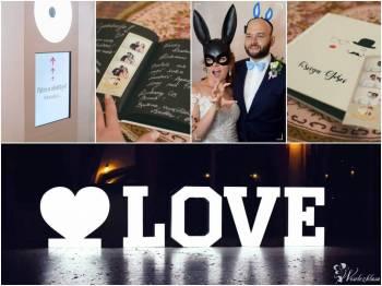 Nowoczesna Fotobudka z Kabiną Led oraz Podświetlany Napis Love w Cenie, Fotobudka, videobudka na wesele Moryń