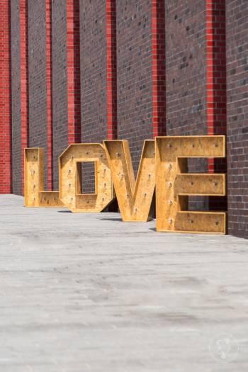 Napis LOVE - drewniany i podświetlany, Dekoracje ślubne Cieszyn