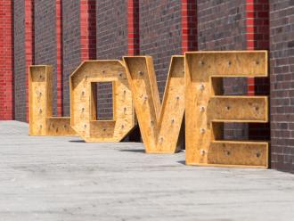 Napis LOVE - drewniany i podświetlany,  Katowice
