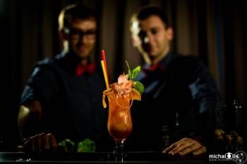 CocktailEventMakers - Obsługa Barmańska - Pokaz Barmański, Barman na wesele Dobrodzień
