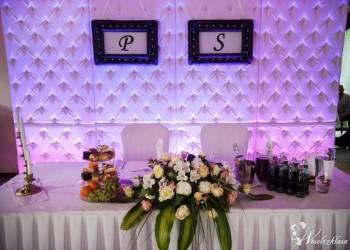 Pikowane ściany,krzesła,kolumny,dekoracje.Glamour, Dekoracje ślubne Sanok