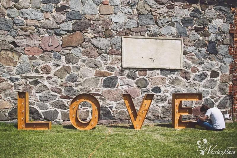 Świetlny drewniany napis love – wynajem, Poznań - zdjęcie 1