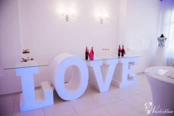 JUTO - Stół napis LOVE podświetlany, Napis Love Olszyna