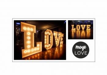 Napis LOVE i napis MIŁOŚĆ, Napis Love Poddębice