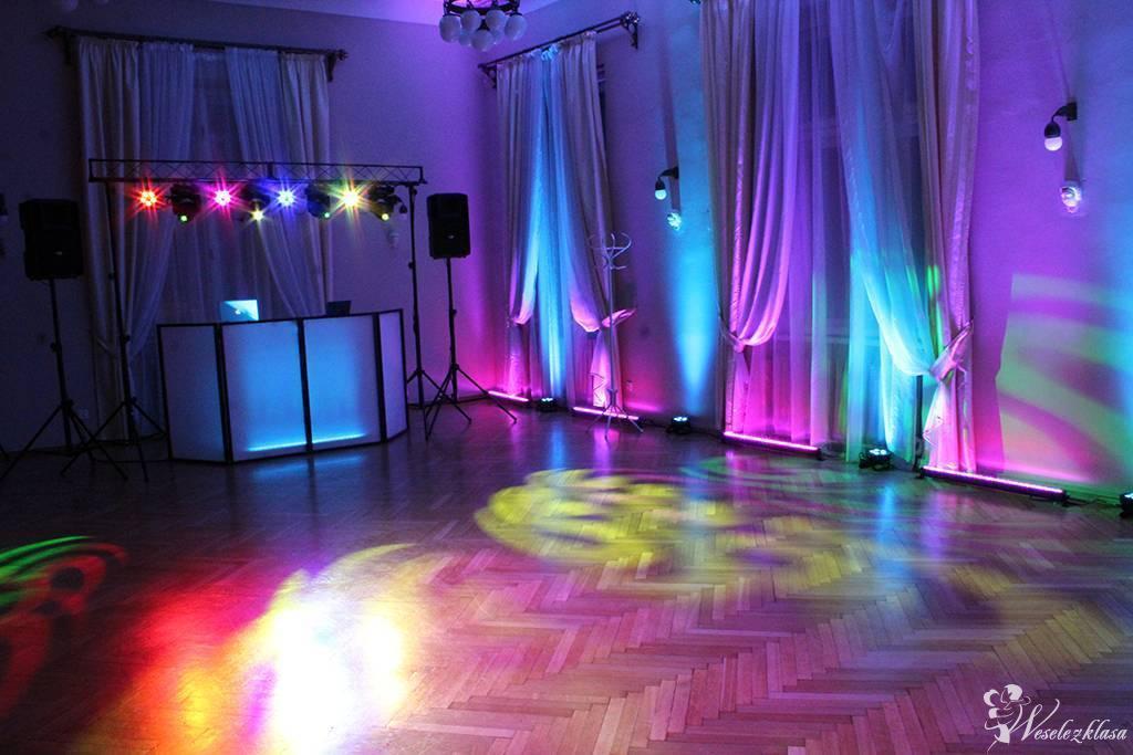 Dekoracja sali światłem LED + Ciężki dym, Napis LOVE, Fotobudka, DJ, Kraków - zdjęcie 1