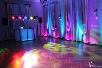 Dekoracja sali światłem LED + Ciężki dym, Napis LOVE, Fotobudka, DJ, Dekoracje światłem Proszowice