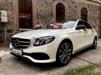 AUTO DO ŚLUBU Biały Mercedes E Avantgarde. Samochód do ślubu Jaguar XF, Samochód, auto do ślubu, limuzyna Piaseczno
