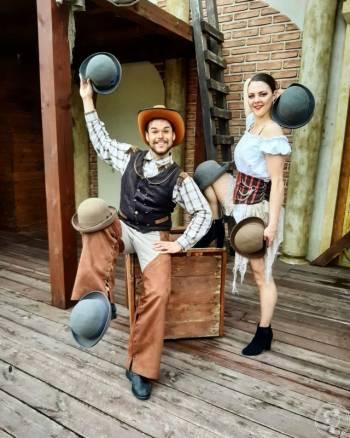 Duo The Essence - Circus Artists, Artysta Boguchwała