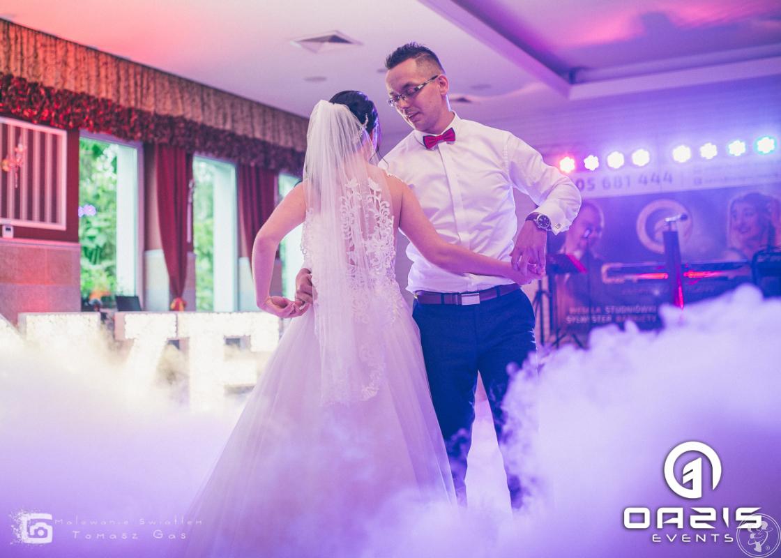 Dekoracja światłem, napis LOVE, taniec w chmurach, pikowana ścianka, Lubin - zdjęcie 1