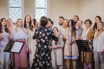 Chór gospel UnderGrace - radosna atmosfera na Twoim ślubie, Oprawa muzyczna ślubu Brwinów