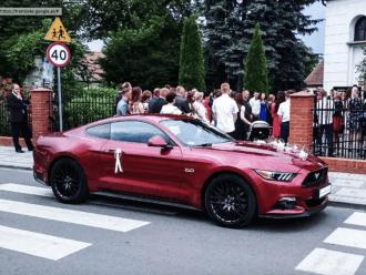 Rubinowy Ford Mustang do ślubu. Wynajem samochodu na wesele. Samochód,  Poznań