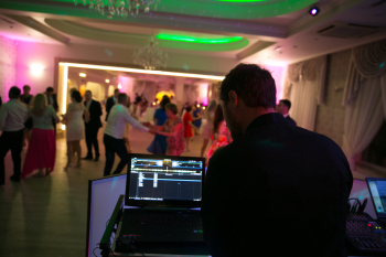 Prezenter Muzyczny/DJ - Adrian Prus, DJ na wesele Jeziorany