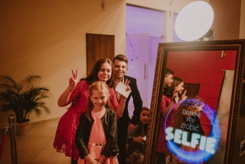 Fotobudka LUSTERKO Selfie Mirror Fotolustro, Fotobudka, videobudka na wesele Toruń