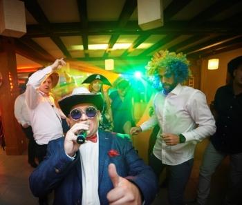Dj wodzirej Piotr Krumin wesele z pomysłem i pasją /bajkowy ciężki dym, DJ na wesele Prabuty