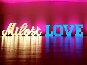Dekoracja światłem, napis Miłość ,LOVE,ciężki dym, ścianki dekoracyjne, Dekoracje światłem Mogilno