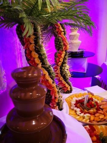 Fontanna czekolady i palma owocowa, Samochód, auto do ślubu, limuzyna Wałbrzych