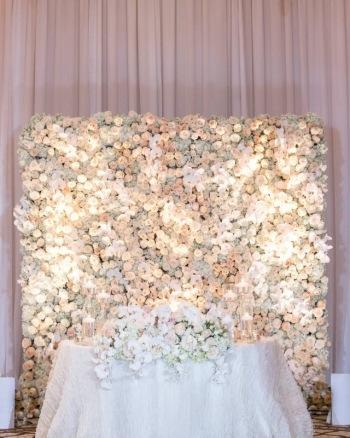 Ścianka kwiatowa,  Tło za Parą Młodą, Dekoracje ślubne Gdańsk