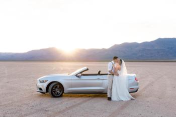 Najnowszy Biały Kabriolet Ford Mustang, MuscleCarRent, Samochód, auto do ślubu, limuzyna Drobin