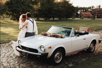 Fotogeniczny Kabriolet do ślubu - Fiat 124 Spider, Samochód, auto do ślubu, limuzyna Ciechocinek