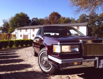 Cadillac Sedan de Ville, ładny kwadraciak, robi wrażenie na ulicy, Samochód, auto do ślubu, limuzyna Nowe Warpno