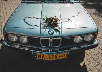 Zabytkowe błękitno-szare BMW serii 7 E23 z 1985 roku., Samochód, auto do ślubu, limuzyna Piaseczno