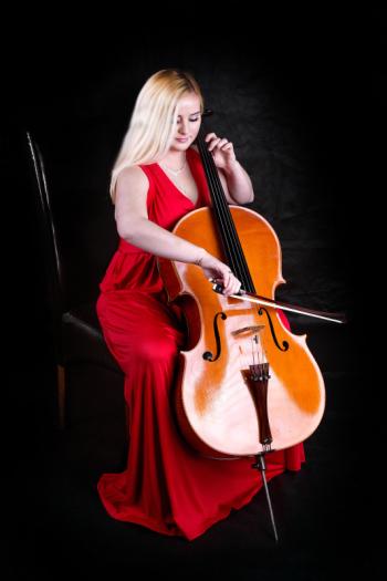 Wiolonczelistka Glamour - muzyka na ślub, Oprawa muzyczna ślubu Tarnowskie Góry