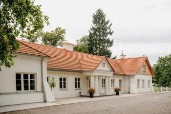 Dwór Amelii-XVIII-wieczny pięknie odnowiony zabytek w rozległym parku., Sale weselne Busko-Zdrój