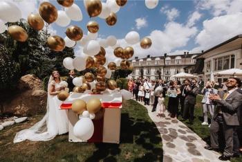 Balony z helem / Duże pudło prezent z balonami z helem na wesele LOVE, Balony, bańki mydlane Dąbrowa Górnicza