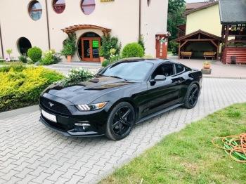 Muskularny Dodge Durango SRT, oraz legendarny Ford Mustang, Samochód, auto do ślubu, limuzyna Głogówek