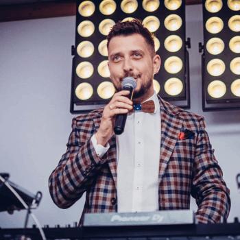DJ/Wodzirej/Konferansjer/ dekoracja światłem,ciężki dym Hubert Pauszek, DJ na wesele Czerniejewo