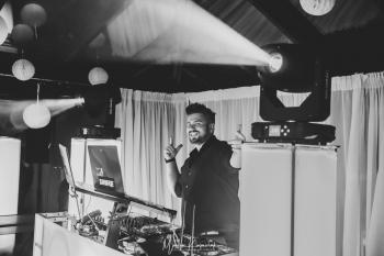 Konferansjer/ Wodzirej/ DJ Kokos (głos radiowy)-Agencja Imprezowa, DJ na wesele Legnica